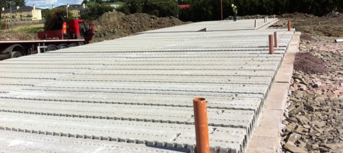Reinforced hollowcore concrete flooring planks