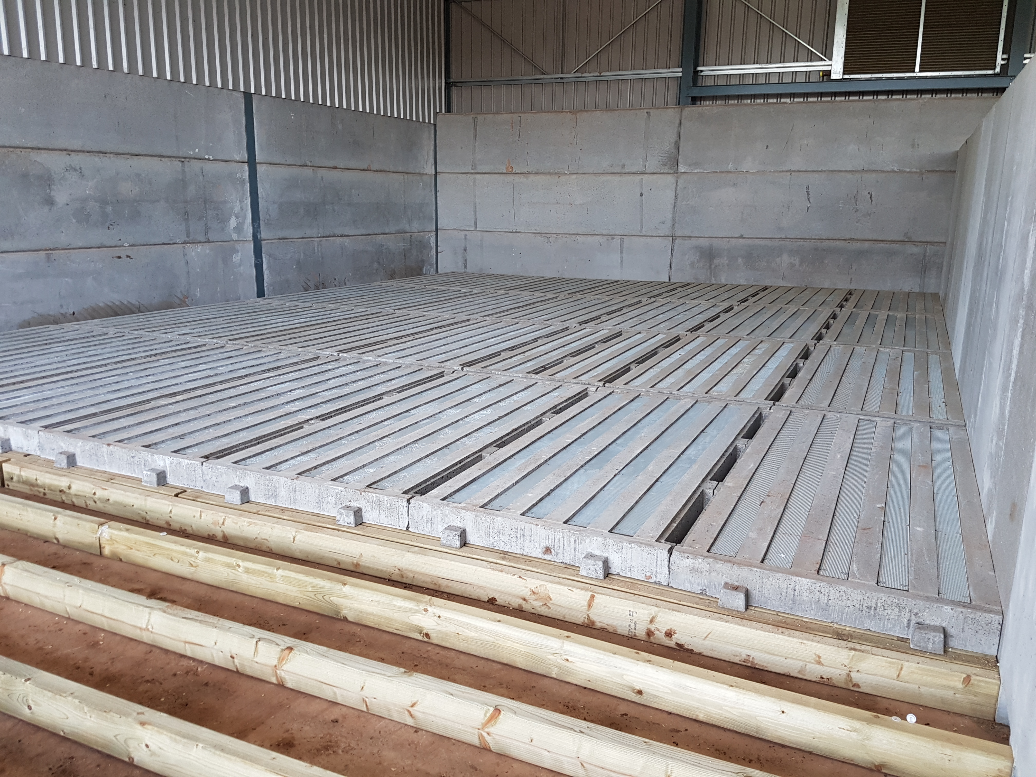 Ventilated concrete drying floor for On the floor on the floor